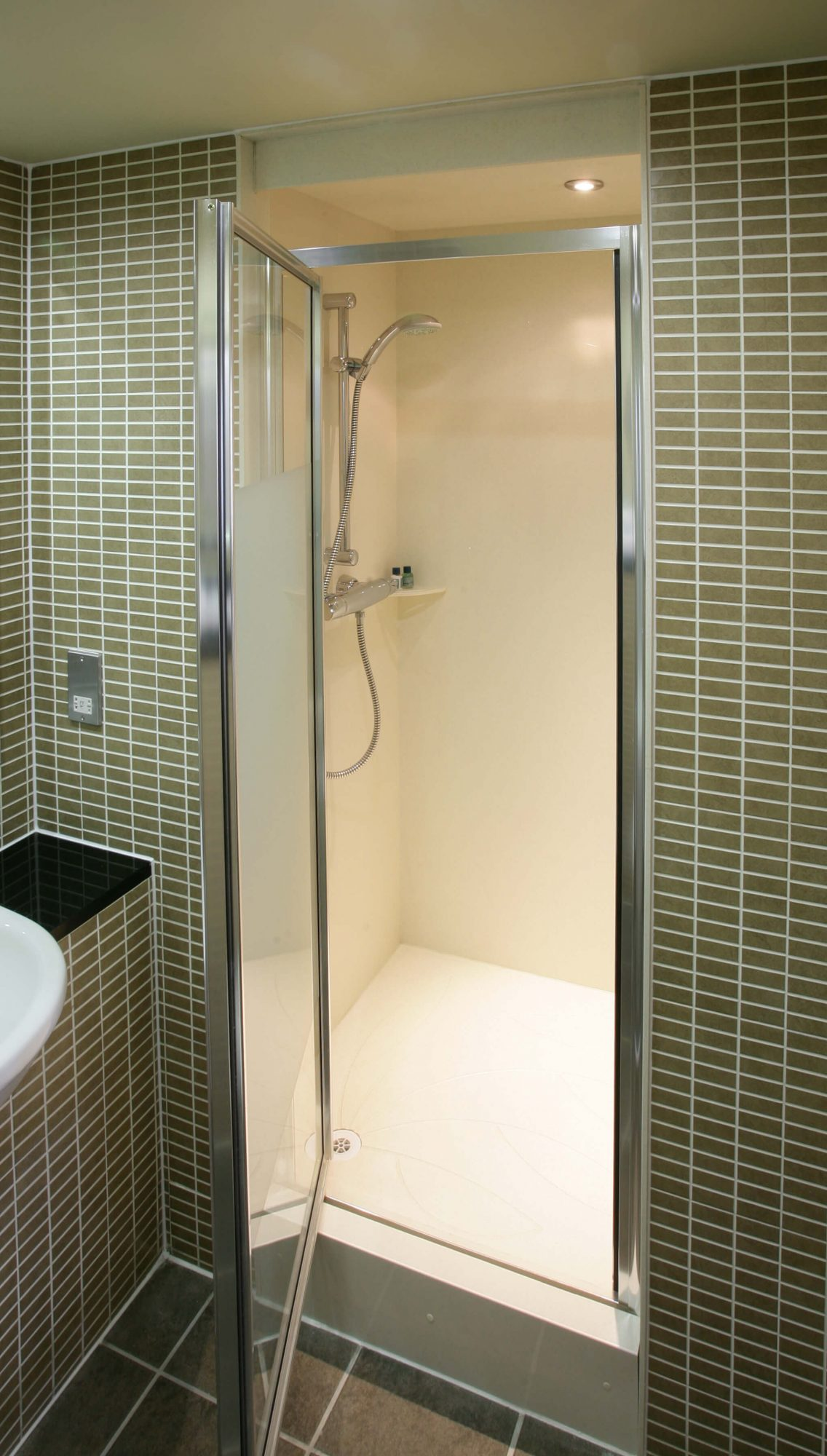 Mecure Aston_shower cubicle