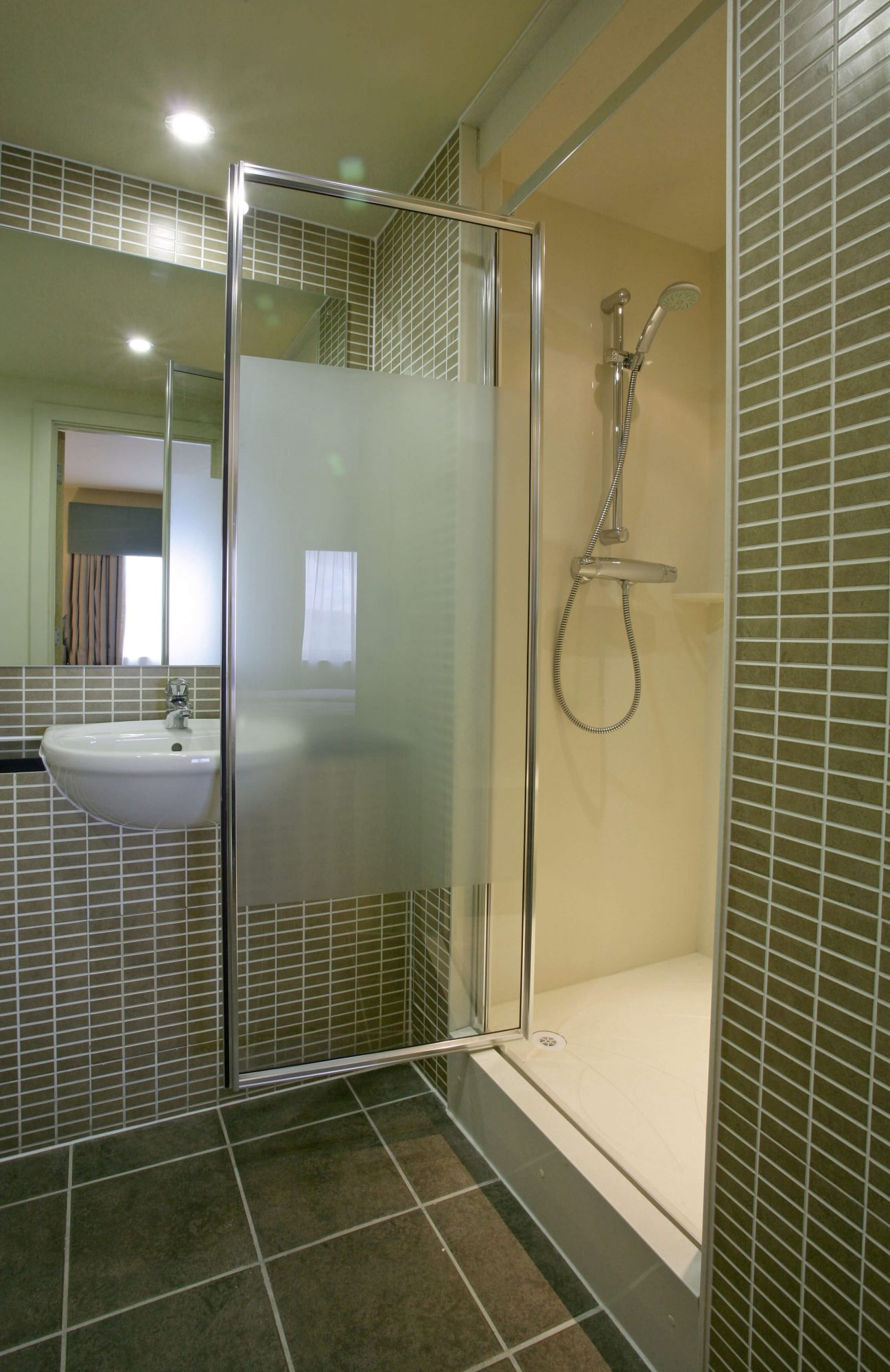 Mecure Aston Hotel shower